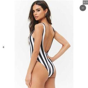 Bathing suit / Swimsuit